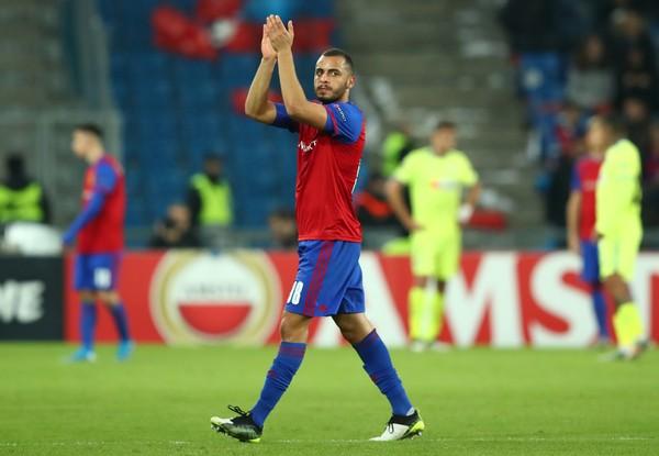 Arthur Cabral comemora gol do Basel contra o Getafe, pela Liga Europa — Foto: REUTERS/Denis Balibouse