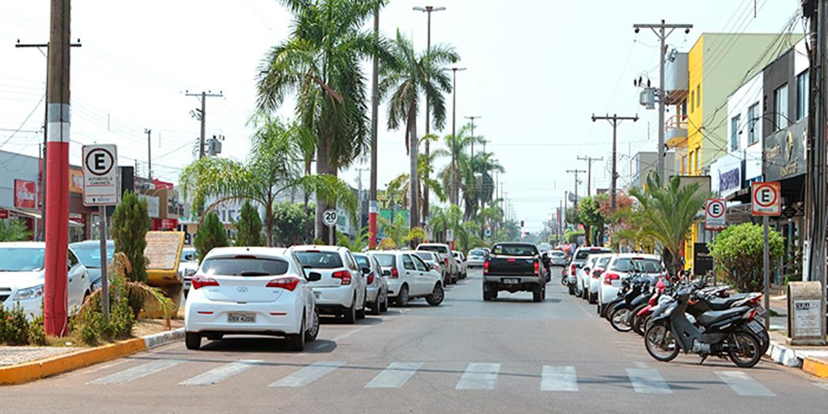 Foto da Avenida Júlío Campo em Sinop antes da ampliação. (Foto: Só Notícias)